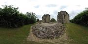 Vue à 360 degrés des absidioles de l'abbatiale et des murs est et nord de l'abbaye.