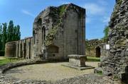 Absidioles de l'église abbatiale, hôtel et mur est de l'abbaye