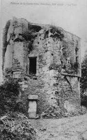La Tour de l'abbé au début de la restauration de l'abbaye