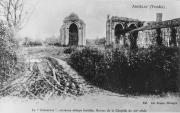 Absidioles de l'église abbatiale et mur Nord de l'abbaye à droite.