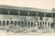 Carte postale du cloître de l'abbaye de la Grainetière pendant sa restauration