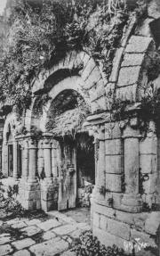 Entrée de la salle capitulaire avant sa restauration