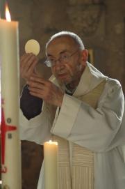 Communion au sein de la salle capitulaire de l'abbaye