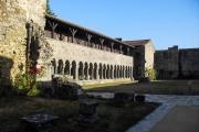 Galerie Ouest et Nord vus de l'entrée de l'abbaye