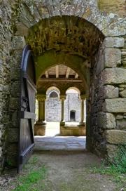 Porte de la galerie ouest donnant sur le cloître