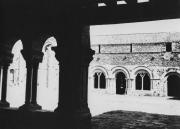 La salle capitulaire et le couloir de la galerie est vus de la galerie ouest
