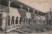 Carte postale du cloître de l'abbaye de la Grainetière avant sa restauration