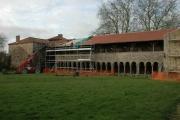 Galerie Ouest et réfectoire de l'abbaye pendant les travaux de restauration