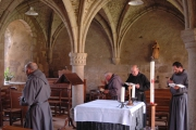 Célébration au sein de la salle capitulaire de l'abbaye