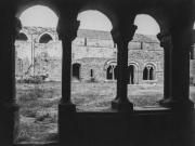 La galerie Est vue du cloître de la galerie ouest