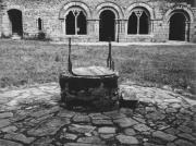 Puit de l'abbaye, dans la cour