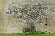 Plan rapproché sur le mur circulaire de la Tour de l'abbé