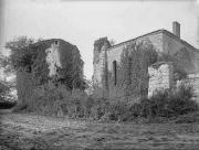 La Tour de l'abbé et le réfectoire de l'abbaye avant restauration